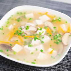 黄花菜香菇豆腐汤