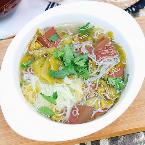 酸菜鸭血粉丝汤