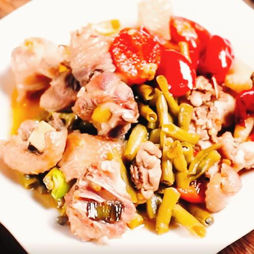 酸豆角焖小公鸡