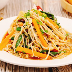 韭菜炝炒金针菇