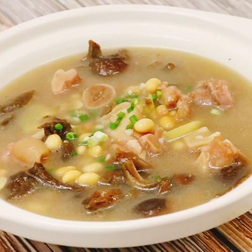 猪蹄滑菇黄豆汤