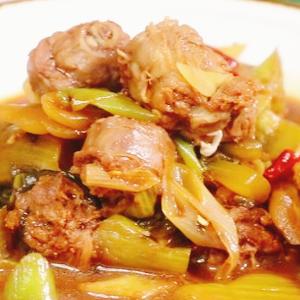 酸菜焖鸭脖