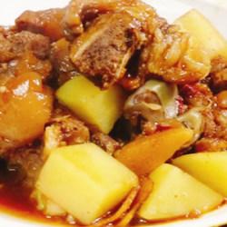 蹄髈炖土豆