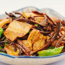 茶树菇干锅五花肉